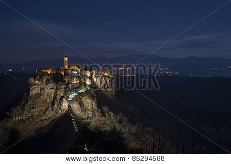 Civita di Bagnoregio at night