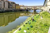 pic of old bridge  - The Ponte Vecchio  - JPG