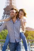 picture of medium-  length hair  - Young couple relaxing and visiting Paris in summer - JPG