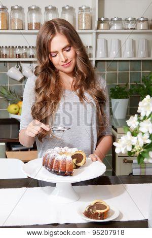 Pretty Woman Sprinkle Castor Sugar On The Cake