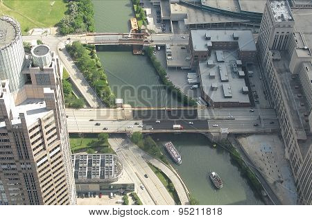 Chicago river with high rise buildings and bridges