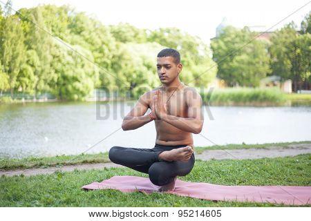 Toestand Yoga Pose