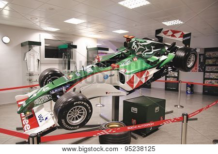 Sideview on Formula One car