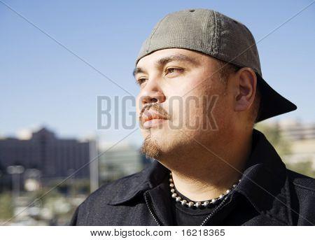 Retrato de modelo masculino guapo