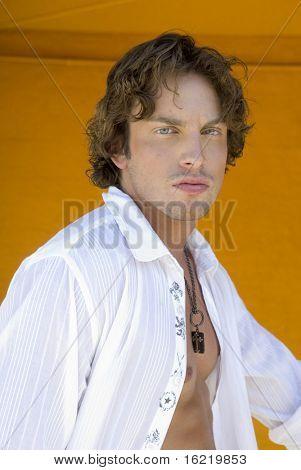 Постер, плакат: Красивый мужской модели портрет, холст на подрамнике