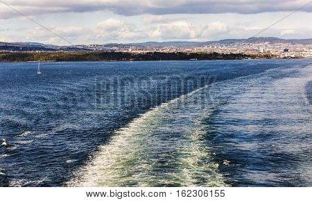 path on the water from the ship