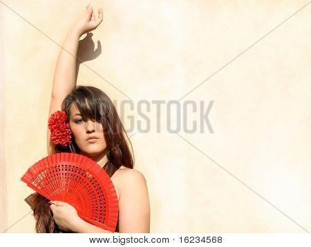 junge Spanierin mit roten Lüfter.
