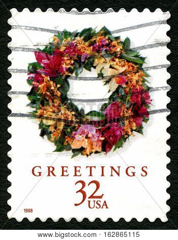 UNITED STATES OF AMERICA - CIRCA 1998: A used postage stamp from the USA depicting an illustration of a Christmas wreath decoration circa 1998.