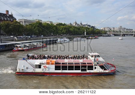 LONDON – SEPTEMBER 24: A City Cruises tour boat sails on the Thames River on September 24, 2011 in London, England. Thames is the longest river in England with 346 km long.