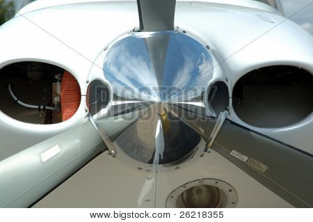 Aircraft nose cone propeller hub