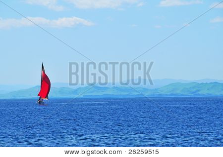 Segeln Yacht Regatta gegen den Sonnenuntergang