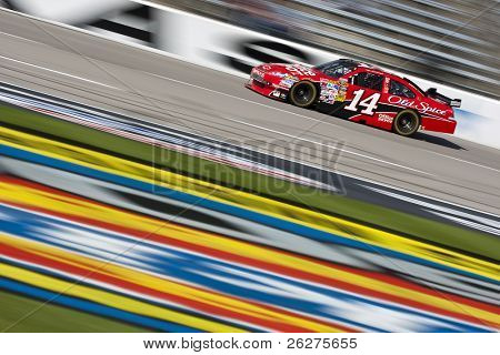 FORT WORTH, TX - NOV. 6:Tony Stewart trae su Office Depot Chevrolet a través de la frontstretch durin