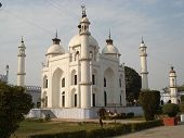 picture of imambara  - A tomb of a princess lies in pristine white beauty - JPG