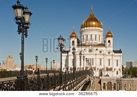 Bridge going to the Patriarchal Cathedral of Christ the Savior in Moscow