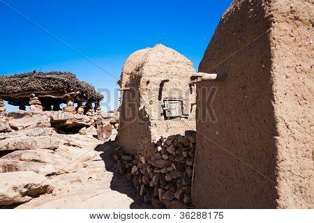 Forma estrecha de un pueblo Dogon.