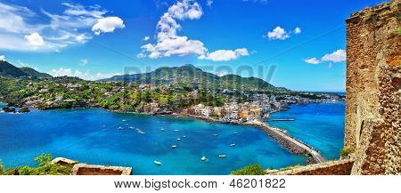 bela ilha de Ischia - vista de castel. Itália