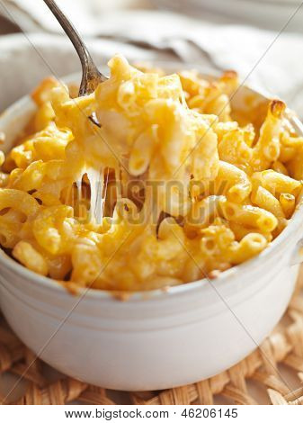 spoon picking up macaroni and cheese