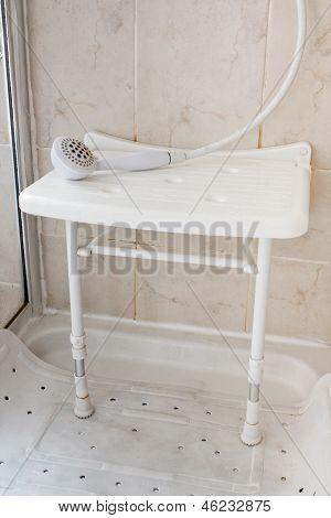 Sitz in der Dusche