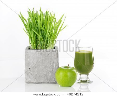 Wheatgrass, manzana y jugo verde