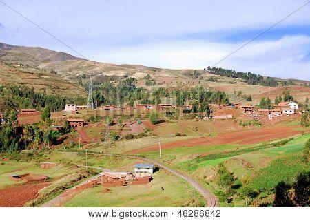 Pueblo peruano hecha con ladrillos de adobe. Perú
