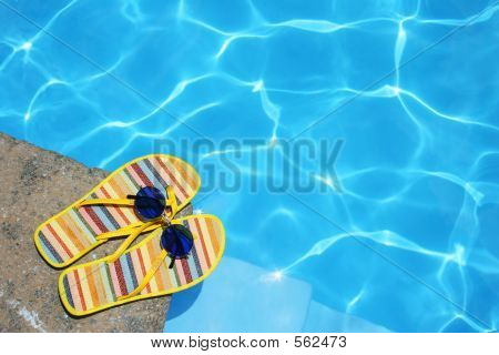 Постер, плакат: Обувь у бассейна, холст на подрамнике