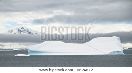 Antarctic Icebergs And Weather