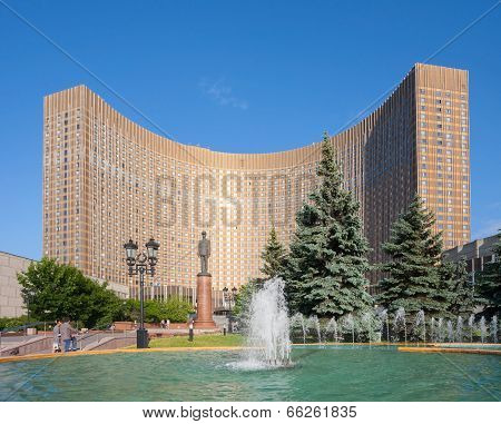 Cosmos Hotel Building And Fountain In Moscow