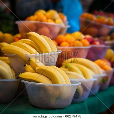 Outdoor farmer's market selling fruit in bowls