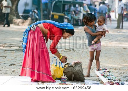 Indian Woman In Sari And Her Children Sells Souvenirs
