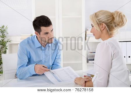 Professional business meeting: consultant explain his female customer the risk and possibilities of provision for one's old age.