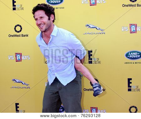 LOS ANGELES - NOV 16:  Mark Feuerstein at the PS Arts Express Yourself Benefit at the Barker Hanger on November 16, 2014 in Santa Monica, CA