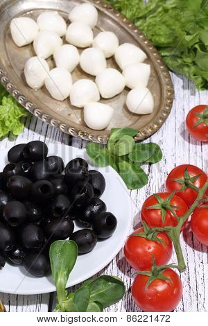 Olives, Tomatoes, A Mozzarella And Ruccola