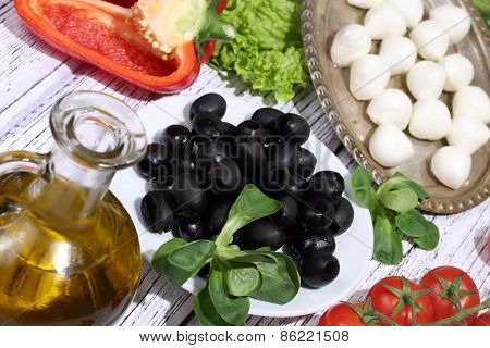 Olives, Tomatoes, Pepper, A Mozzarella And Ruccola
