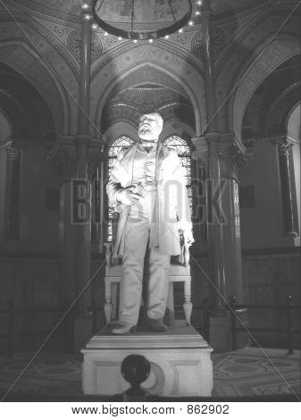 Garfield Statue S
