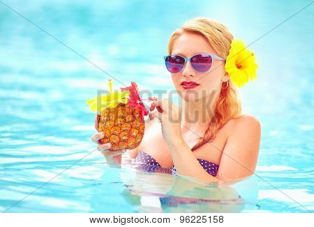 Beautiful Woman With Tropical Fruit Cocktail In Pool