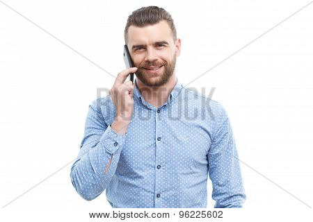 Handsome man talking per mobile phone