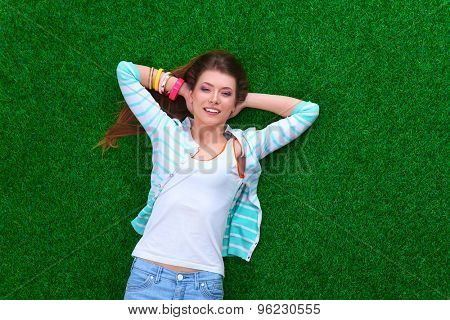 Beautiful young woman holding hands behind head.