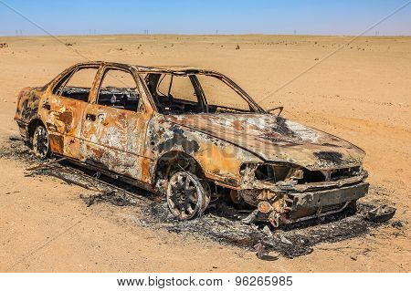 Car wreck burned