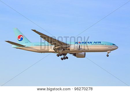 ZURICH - JULY 18: Boeing-777 Korean Air landing in Zurich after intercontinental flight on July 18, 2015 in Zurich, Switzerland. Zurich is home for Swiss Air and one of the biggest European hubs.