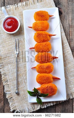 fried crab claws in olive oil with tomato sauce