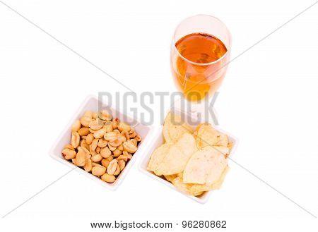 Aperitif and pretzels from