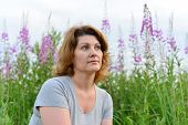 pic of willow  - Portrait of a woman near willow - JPG