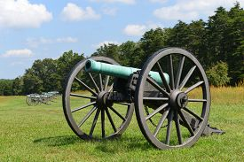image of cannon  - Old cannon in Manassas National Battlefield Park - JPG