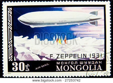 Mongólia - CIRCA 1977: Um selo imprimido na Mongólia mostra o dirigível Zeppelin - 1931, série, por volta de 1977