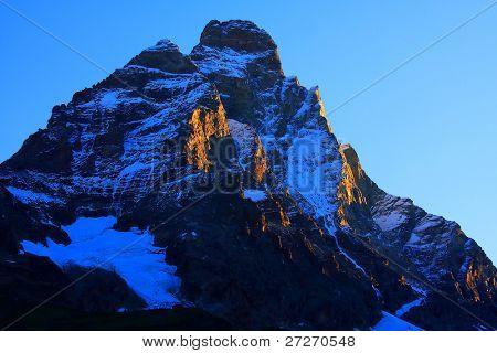 Sunrise colors over Matterhorn Peak (4478m)