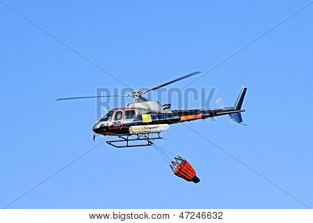 Fire fighter helicopter with a water bag