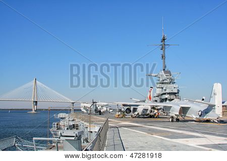 CHARLESTON, USA - NOVEMBER 16, 2007: USS Yorktown Aircraft Carrier docked at Patriot's Point Naval & Maritime Museum on the Cooper River on November 16, 2007 in Charleston, South Carolina, USA