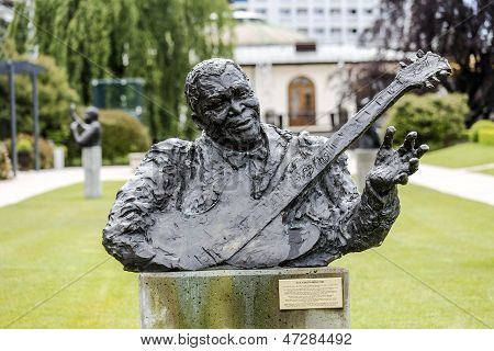 Statue To B. B. King Called King Of Blues