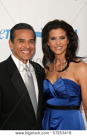 Antonio Villaraigosa and Lu Parker at PETA's 30th Anniversary Gala and Humanitarian Awards, Hollywood Palladium, Hollywood, CA. 09-25-10