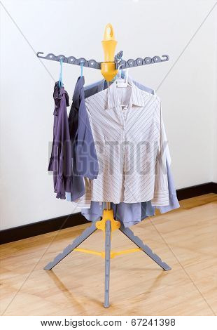 fold able cloth hanger